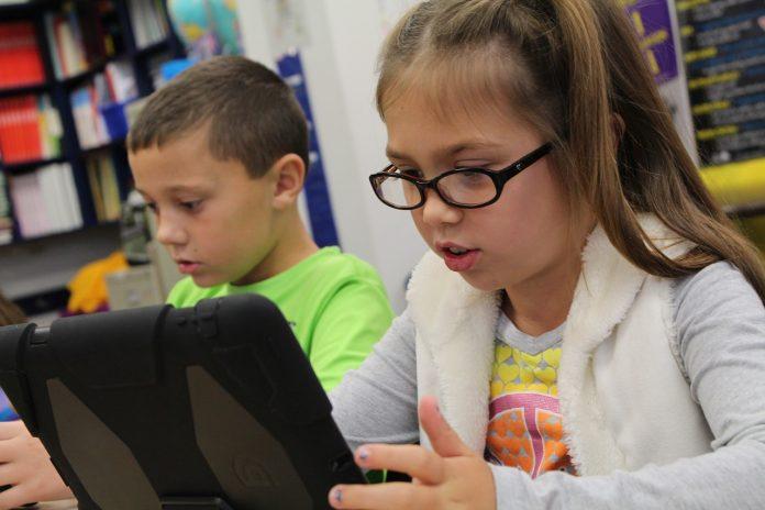 tablettes et ordinateurs à l'école