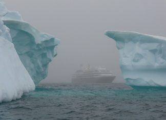 icebergs-tourisme antarctique dangers