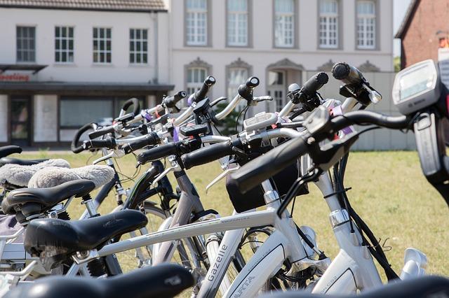vélo électrique versus trottinette électrique