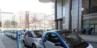 voitures électriques alignées
