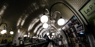 Bouche de métro. station : Cité