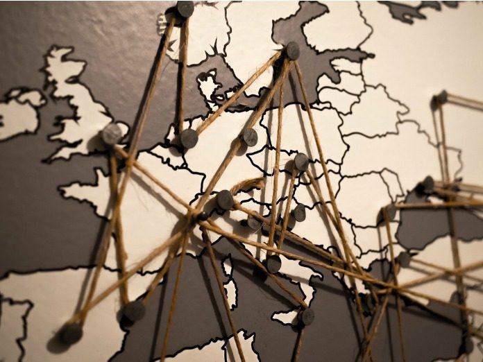carte du monde remplie d'annotations