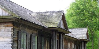 maison en bois à l'Est de l'Europe