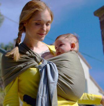 une écharpe porte-bébé