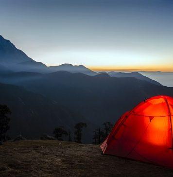 tente de camping sans PFC et lampe tempête solaire